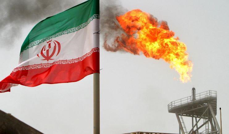 Ngọn lửa bốc lên từ trạm khai thác dầu khí Soroush của Iran.