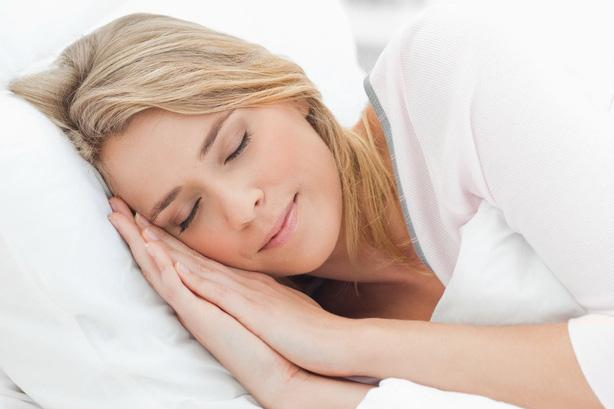 Đi ngủ sớm hơn: Đi ngủ sớm hơn sẽ giúp bạn tránh ăn khuya, trong khi cơ thể sẽ có thêm thời gian để nghỉ ngơi và tăng cường trao đổi chất. Nếu muốn đốt cháy thêm calo, hãy đảm bảo bạn ngủ ít nhất 7 tiếng mỗi đêm.