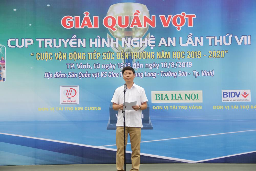 Ông Nguyễn Minh Ngọc - Phó Giám đôc Đài PTTH Nghệ An,  Phó Chủ tịch kiêm Tổng thư ký Liên đoàn quần vợt Nghệ An, Trưởng ban tổ chức giải phát biểu khai mạc.