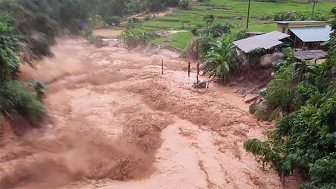 Nguy cơ cao xảy ra lũ quét, sạt lở đất do mưa lớn. Ảnh: internet