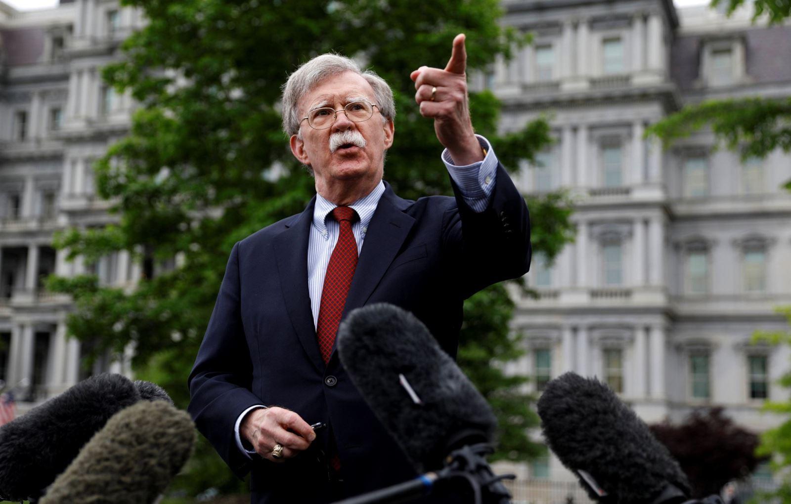 Cố vấn An ninh Quốc gia Mỹ John Bolton phát biểu trước báo giới.