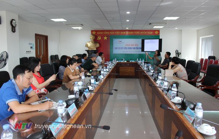 Cùng chia sẻ kinh nghiêm có đại diện đến từ Đài Tiếng nói nhân dân TP Hồ Chí Minh và các phóng viên, biên tập viên, KTV, PTV Đài PT-TH Nghệ An.