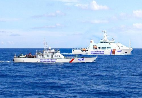 Tàu Cảnh sát biển 8001 (Bộ Tư lệnh Vùng Cảnh sát biển 3) làm nhiệm vụ trên biển Đông
