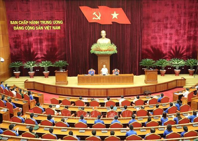 Toàn cảnh Tổng Bí thư, Chủ tịch nước Nguyễn Phú Trọng nói chuyện với các đảng viên trẻ tiêu biểu dự buổi gặp mặt.