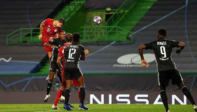 Lewandoski đánh đầu ấn định chiến thắng 3-0 cho Bayern.