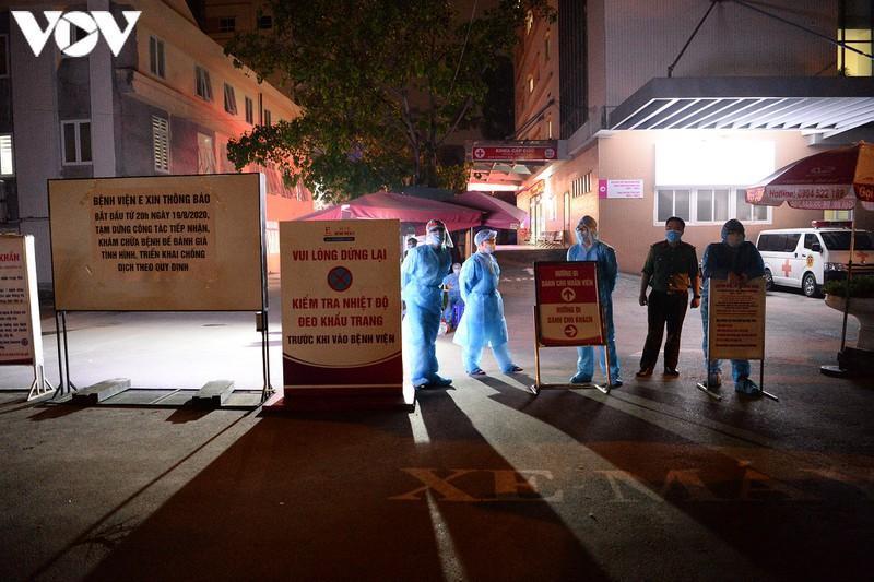 Bệnh viện E phong tỏa trong đêm sau khi phát hiện có bệnh nhân dương tính với Covid-19.