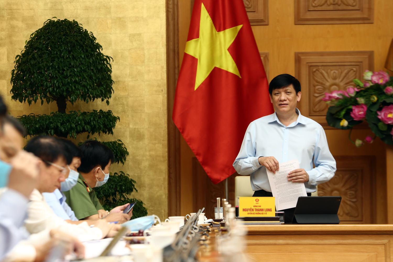 GS.TS Nguyễn Thanh Long, Quyền Bộ trưởng Bộ Y tế trao đổi về tình hình dịch tại TP. Đà Nẵng.