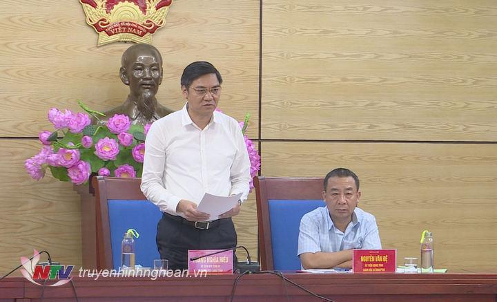 Phó Chủ tịch UBND tỉnh Nghệ An Hoàng Nghĩa Hiếu phát biểu tại cuộc họp.