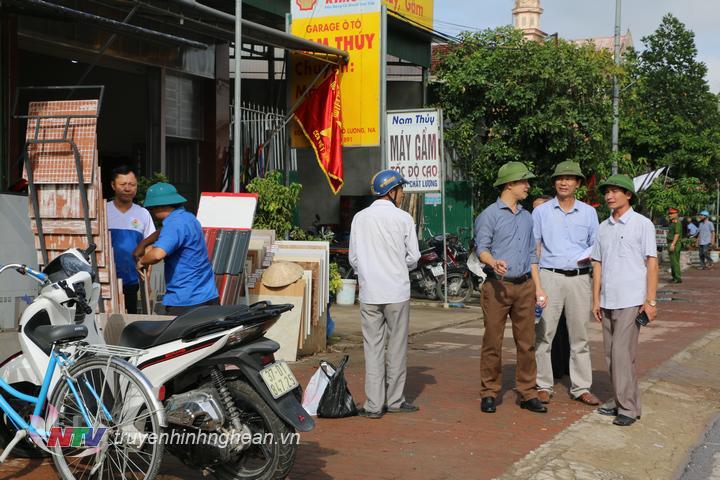 Chính quyền xã Văn Sơn vận động người dân chấp hành luật ATGT