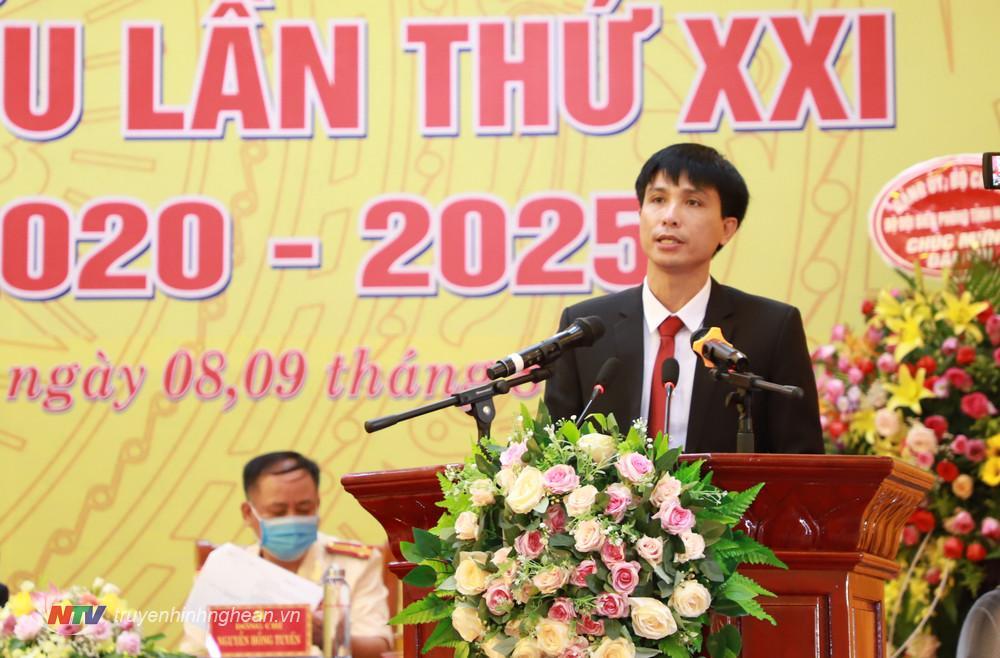 Chủ tịch UBND huyện Anh Sơn Hoàng Quyên đọc báo cáo kiểm điểm BCH Đảng bộ huyện