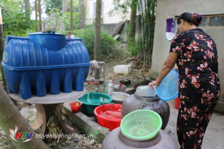 Hai nhà máy nước tạm dừng hoạt động khiến hàng nghìn người dân ở Đô Lương lâm vào cảnh thiếu nước sinh hoạt.