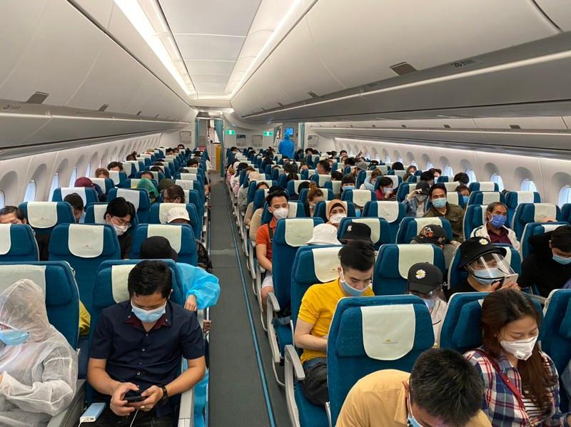 Để ngăn ngừa khả năng lây nhiễm dịch bệnh, các chuyến bay đáp ứng những tiêu chuẩn phòng chống dịch bệnh nghiêm ngặt từ mặt đất đến trên không.