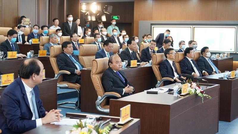 Thủ tướng Nguyễn Xuân Phúc dự khai trương Hệ thống thông tin báo cáo quốc gia và Trung tâm thông tin, chỉ đạo điều hành của Chính phủ, Thủ tướng Chính phủ.