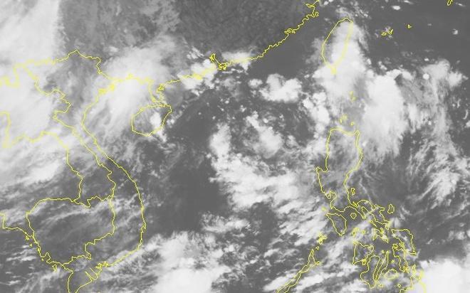Hình ảnh vệ tinh lúc 9h cho thấy mưa dông đang tập trung ở các tỉnh ven biển miền Bắc. Ảnh: NCHMF.