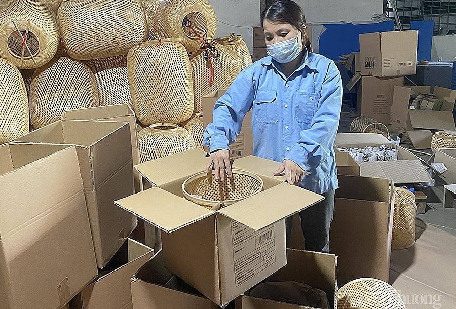 Xuất khẩu gặp khó khi các đơn hàng từ nhiều thị trường lớn bị hoãn hoặc hủy, giãn tiến độ giao hàng và chậm thanh toán