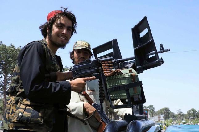 Các tay súng Taliban ở Herat - thành phố lớn thứ ba của Afghanistan. Ảnh: Reuters