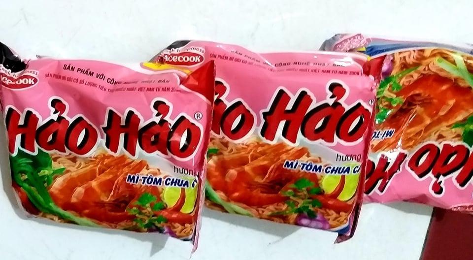 Sản phẩm mỳ tôm chua cay Hảo Hảo được bán tại thị trường trong nước.