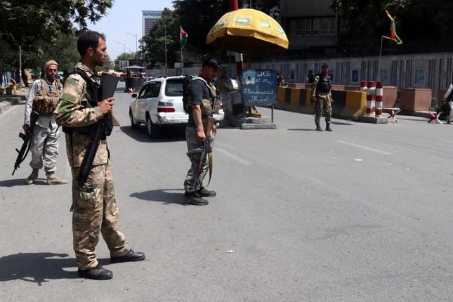 Binh sĩ Afghanistan đứng gác tại thủ đô Kabul trước khi Taliban tiến vào trung tâm thành phố. Ảnh: EPA