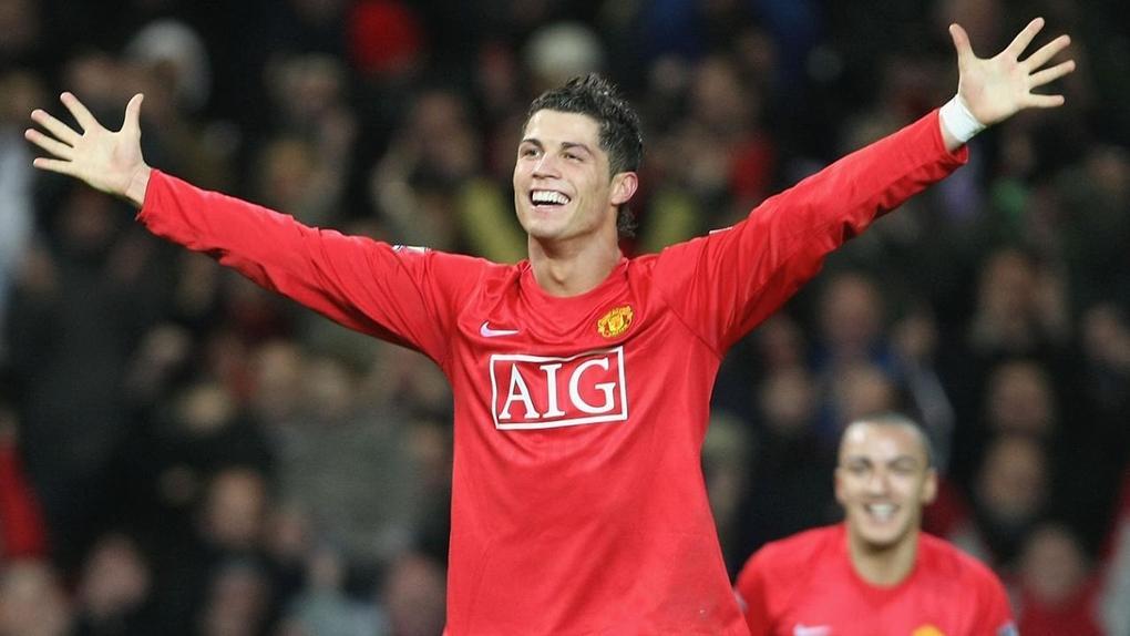 Ronaldo mừng hat-trick vào lưới Newcastle hơn 13 năm trước. Ảnh:EPL