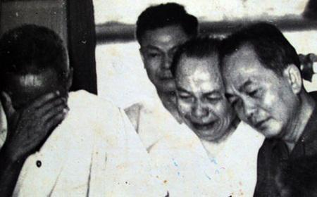 Chủ tịch Hồ Chí Minh qua đời đúng 9h47 ngày 2/9/1969, tức ngày 21/7 năm Kỷ Dậu. Bên cạnh Người lúc lâm chung là tập thể Bộ Chính trị, những học trò xuất sắc và cộng sự thân cận của Người. Ảnh tư liệu