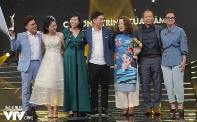 """Ê-kíp sản xuất """"Giai điệu tự hào: Những người con của biển"""" nhận giải """"Chương trình của năm"""""""