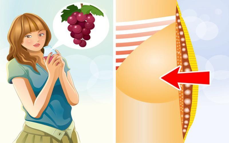 Uống một ít nước nho: Nước nho giúp cơ thể đốt cháy calo nhờ một chất đặc biệt gọi là resveratrol. Chất này có tác dụng chuyển đổi chất béo trắng xấu thành chất béo màu be giúp hỗ trợ loại bỏ mỡ thừa.