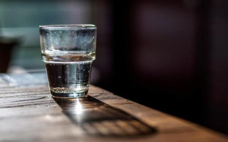 Chỉ đun sôi nước sau khi trời tối, chất lượng nước tốt nhất: Chuyên gia cho rằng, tốt nhất là đun sôi nước vào buổi tối để có chất lượng nước tốt nhất, bởi vì, khi đó các ống nước đã được rửa sạch sẽ sau khi có lượng nước lớn chảy trong cả ngày.