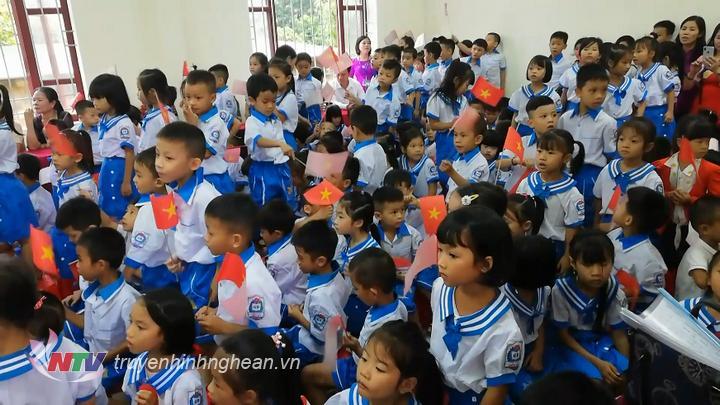 Học sinh náo nức tham dự lễ khai giảng năm học mới 2019 - 2020.
