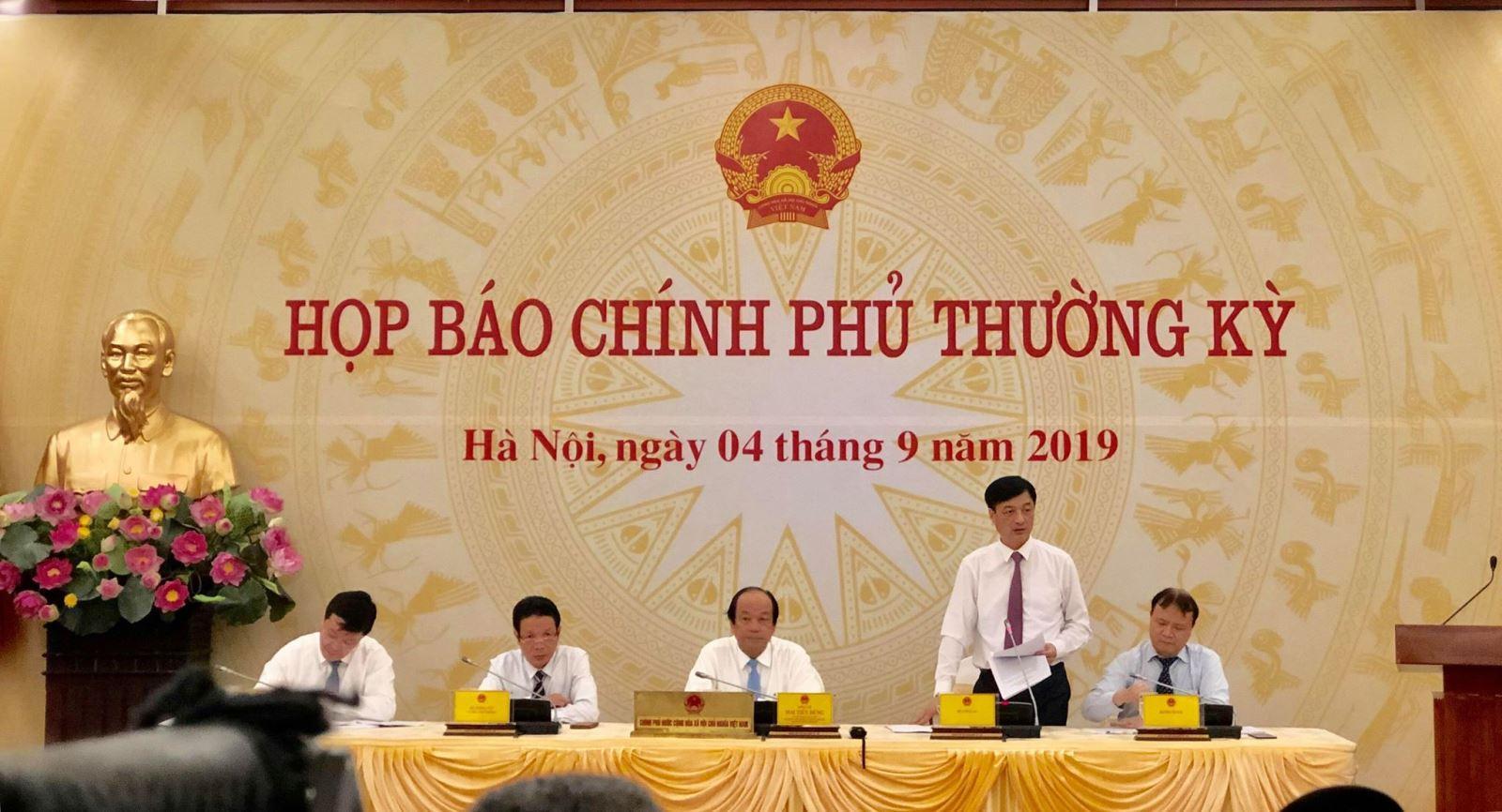 Thứ trưởng Bộ Công an Nguyễn Duy Ngọc trả lời các câu hỏi của báo chí.