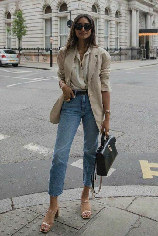 Phép cộng giữa sơ mi, vest, jeans ống ôm, túi đeo chéo, sandal cao gót luôn mang đến kết quả đáng mong đợi.