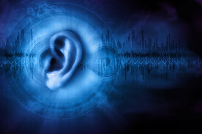 Thủng màng nhĩ: Rách hoặc thủng màng nhĩ - lớp màng ngăn giữa tai ngoài và tai giữa - có thể để lại một cái lỗ có hoặc không có khả năng phục hồi. Thủng màng nhĩ có thể do nhiễm trùng tai, tiếng ồn lớn, chấn thương đầu hoặc áp lực rất mạnh lên tai.