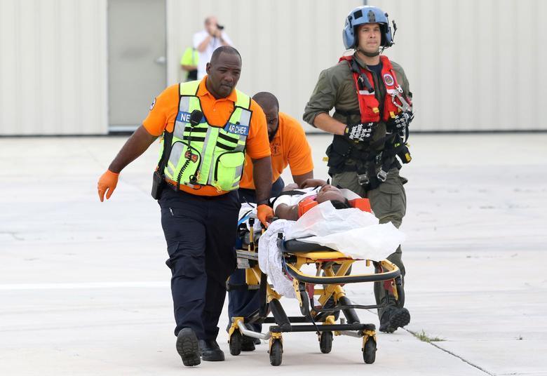 Lực lượng Bảo vệ Bờ biển Mỹ hỗ trợ sơ tán nạn nhân bão Dorian ở Bahamas.