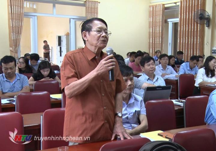 Đại diện cơ quan báo chí nêu câu hỏi tại hội nghị.