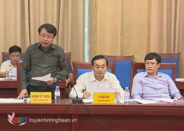 Phó Chủ tịch UBND tỉnh Hà Tĩnh Dương Tất Thắng phát biểu tại buổi làm việc.