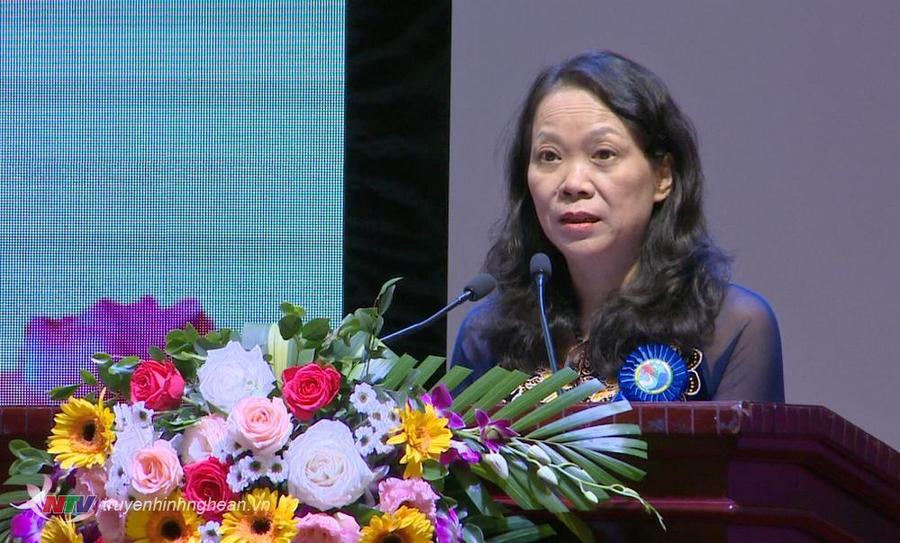 Đồng chí Hoàng Thị Hạnh - Thứ trưởng, Phó Chủ nhiệm Ủy ban Dân tộc phát biểu tại Đại hội.