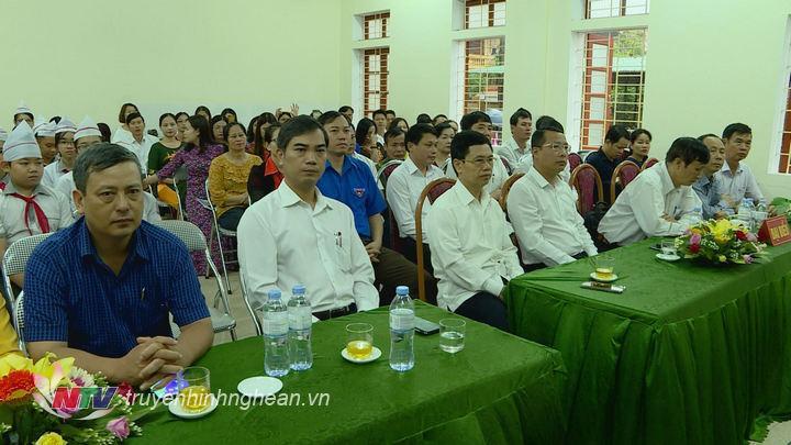 Tham dự buổi lễ có đại diện lãnh đạo các sở, ban, ngành cấp tỉnh và huyện Nghi Lộc.