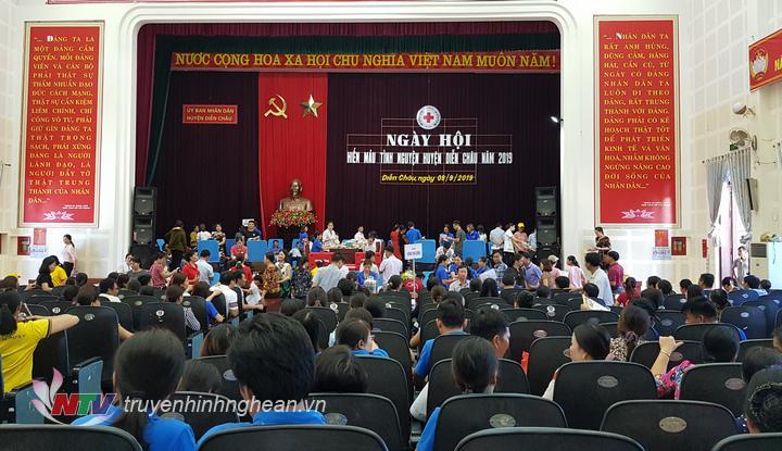 Ngày hội hiến máu thu hút hơn 800 tình nguyện viên Diễn Châu.