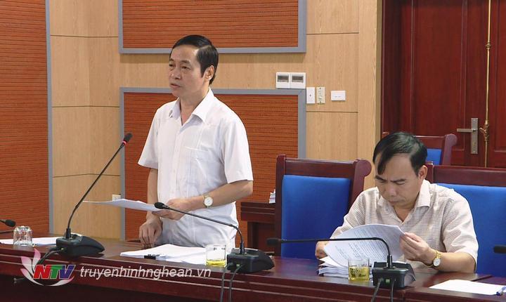 Giám đốc Sở Nội vụ Lê Đình Lý phát biểu tại cuộc họp.