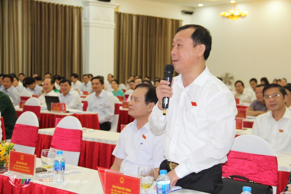 Đại biểu Phan Đức Đồng – Bí thư Thành ủy TP Vinh trả lời về tên gọi các xã sau khi sát nhập.