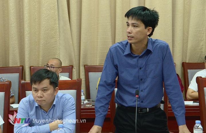 Đồng chí Hoàng Quyền - Phó Giám đốc Đài PT-TH Nghệ An báo cáo công tác chuẩn bị các phần việc liên quan đến hội nghị.