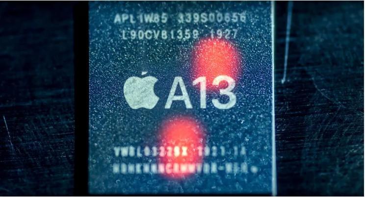 Cả ba mẫu đều có tính năng Face ID và sử dụng chip A13 hỗ trợ tốt cho chế độ chụp ảnh cũng như tiết kiệm pin cho thiết bị; Hỗ trợ Face ID, sạc không dây Qi và sạc nhanh.