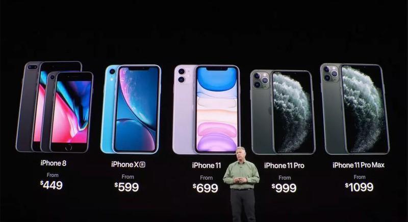 Ba dòng máy đều có 3 mức dung lượng bộ nhớ, nhỏ nhất là 64Gb và lớn nhất là 512Gb. Nhưng mức giá lại chênh lệch khá lớn khi iPhone 11 có giá từ 699 USD và iPhone 11 Pro Max từ 1099 USD.