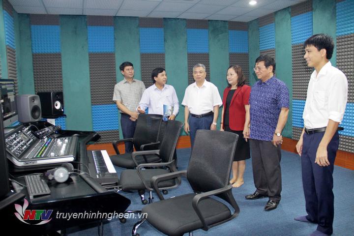 Giám đốc Đài PT-TH Nghệ An Nguyễn Như Khôi giới thiệu về Studio Sao Mai.