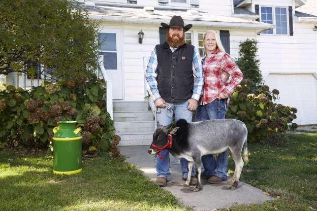 Humphrey - chú bò nhỏ nhất thế giới, cao 67,6 cm, thuộc sở hữu của gia đình Joe và Michelle Gardner, bang Iowa, Mỹ.