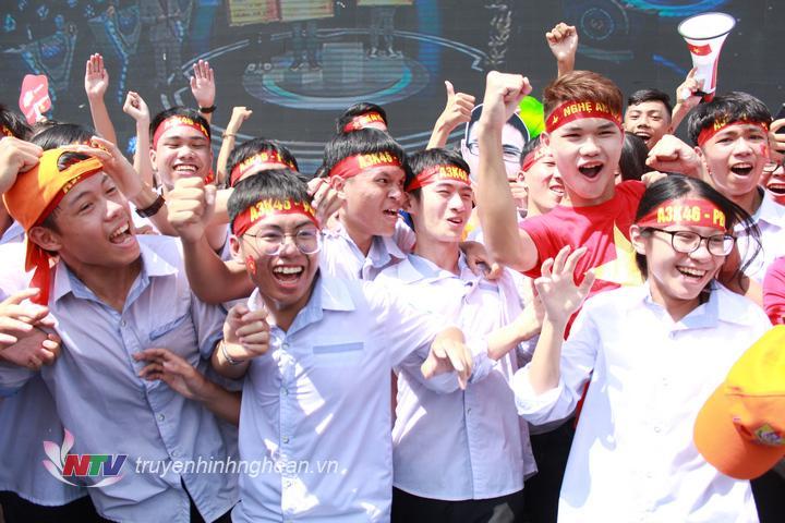 Trần Thế Trung trở thành xứ Nghệ đầu tiên mang vòng Nguyệt quế trở về. Em không chỉ là niềm tự hào của gia đình, Trường THPT chuyên Phan Bội Châu mà