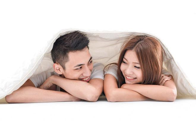 Tình dục an toàn: Bệnh lây qua đường tình có thể là các bệnh truyền nhiễm dễ phòng ngừa nhất. Hãy sử dụng bao cao su để ngăn chặn các loại vi khuẩn truyền nhiễm hoặc virus lây qua đường tình dục.