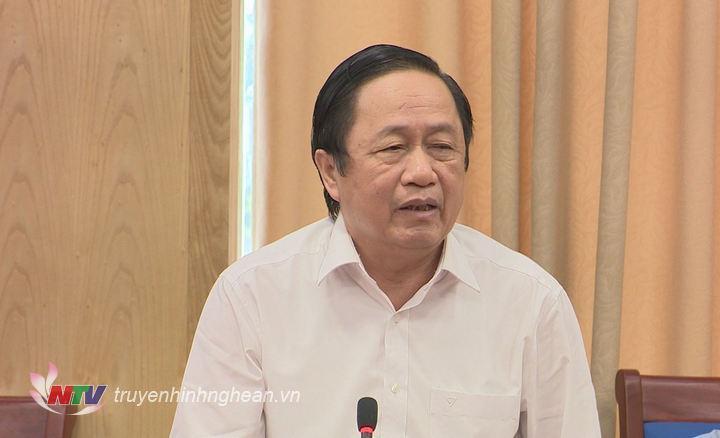 Đại diện lãnh đạo huyện Hưng Nguyên nêu ý kiến tại cuộc họp.