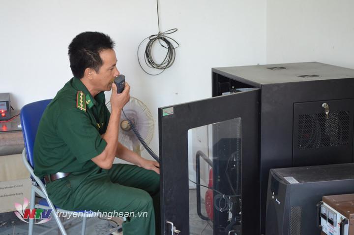 BĐBP Nghệ An thông báo và đề nghị các phương tiện hoạt động xung quanh khu vực phương tiện bị chìm biết để hỗ trợ cứu hộ, cứu nạn