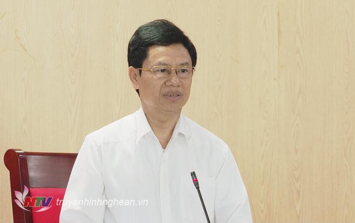 Chủ tịch HĐND tỉnh Nguyễn Xuân Sơn phát biểu tại hội nghị.