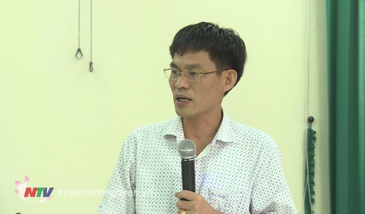 Đồng chí Chu Bá Long - Phó Bí thư Đảng ủy Khối CCQ tỉnh phát biểu tại cuộc làm việc.